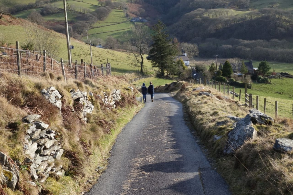 Back-to-the-cottages-after-scrambling-up-Glog