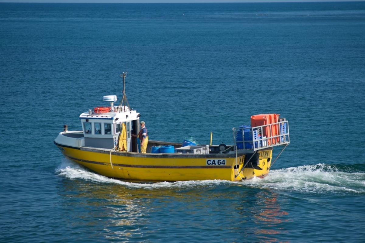 Fishing-trawler-leaving-Aberystwyth-harbour