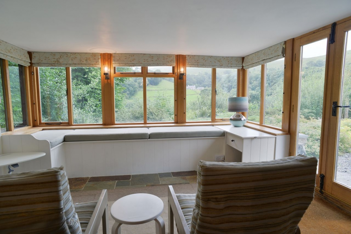 Penroc-living-area-with-a-view-and-lovely-birds-to-enjoy