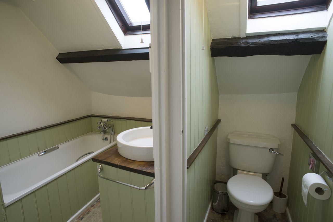 Ty Mari bathroom and loo - Welsh Hideaways