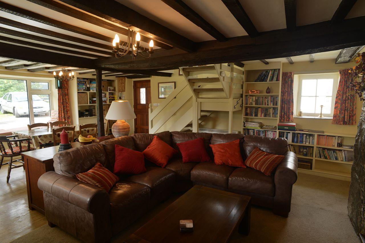 Ty Mari holiday cottage comfy leather sofa