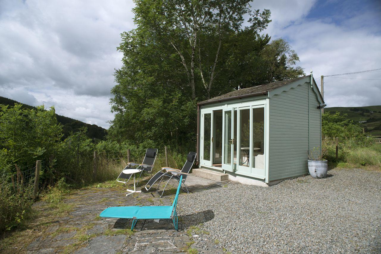 Ty Mari holiday cottage garden