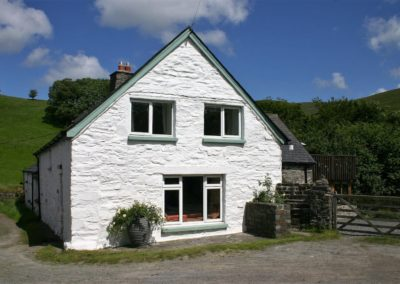 Ty Mari holiday cottage outside view