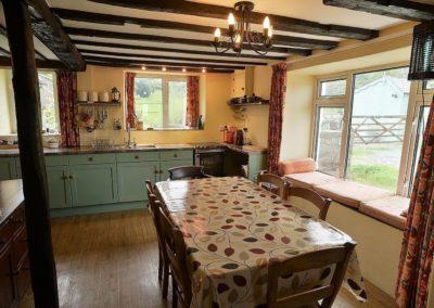 Ty Mari holiday cottage kitchen & dining area